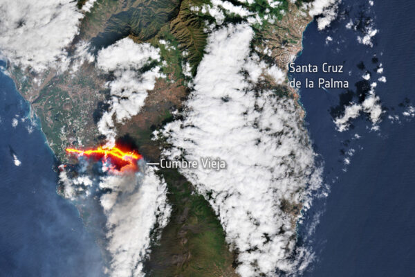 Photograph reveals La Palma volcanic eruption from SPACE, locals advised to enter lockdown as lava circulate destroys cement plant