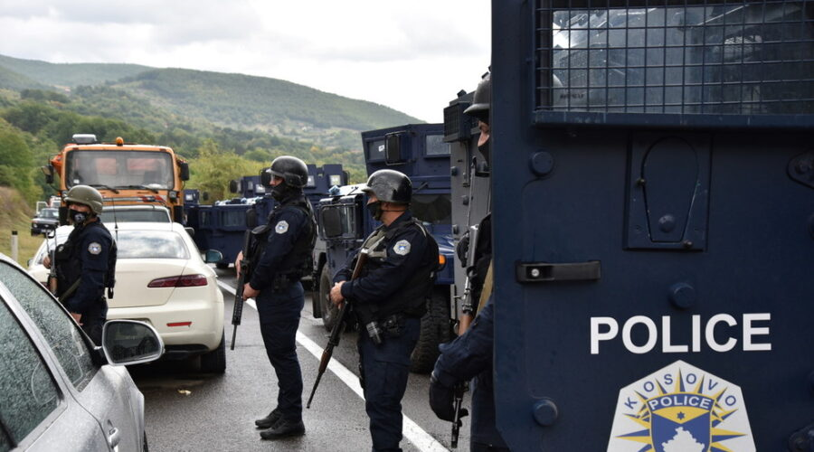 Several reported injured as Kosovo police clash with Serb crowd around Mitrovica amid rising tensions (VIDEO)